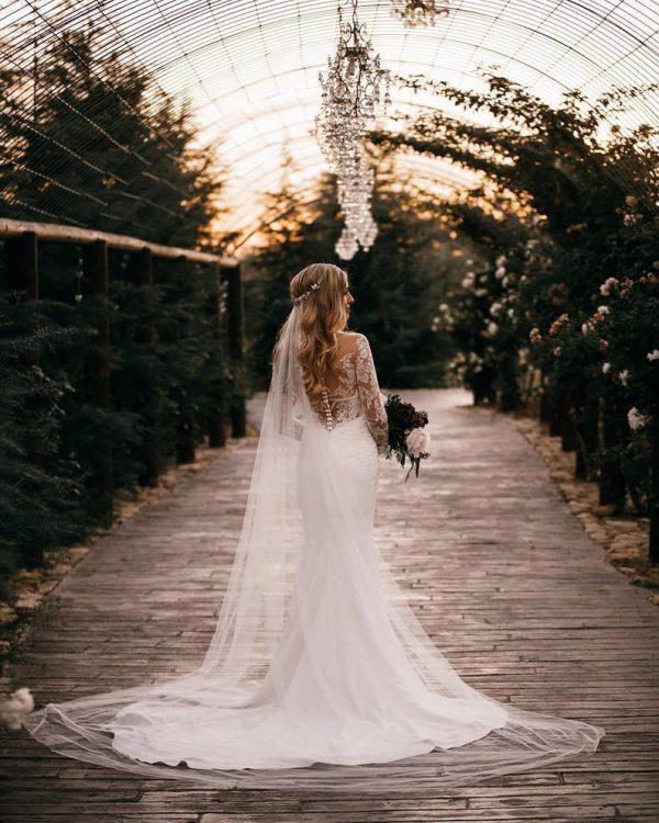 Bruidskapsel met kathedraal sluier