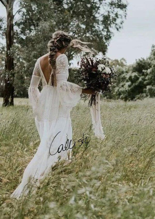 Boho trouwjurk met open rug en lange wijdvallende mouwen