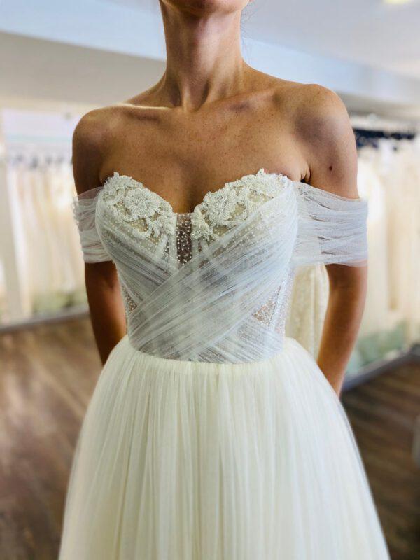 off shoulder trouwjurk met corset