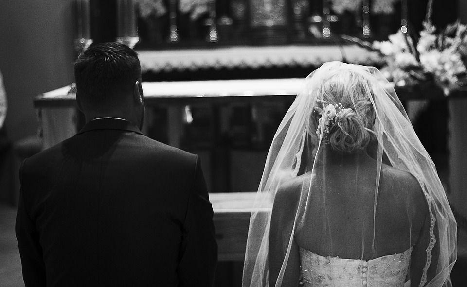 Onderzoek: mensen die trouwen zijn gelukkiger