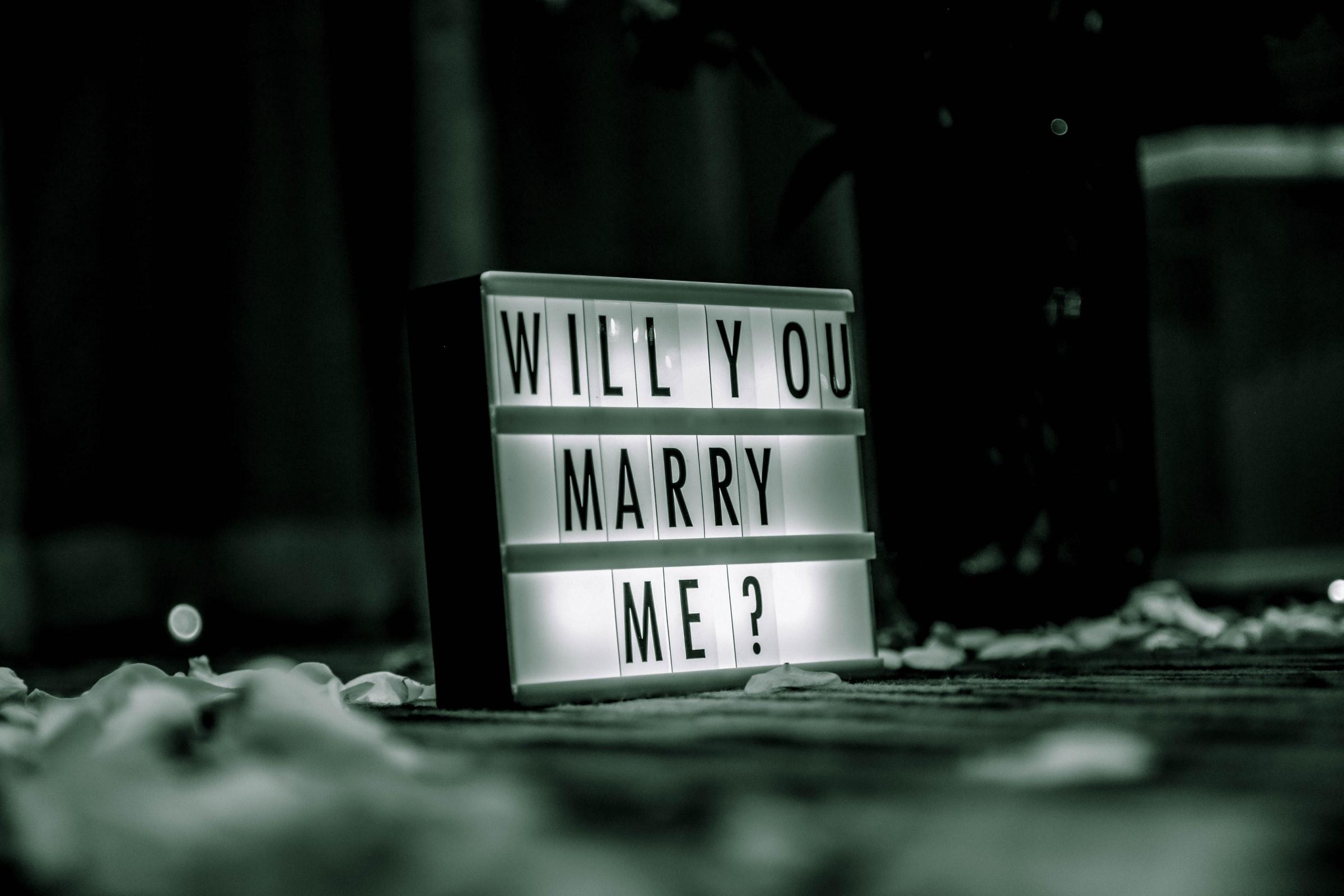 9 tips voor het perfecte huwelijksaanzoek (thuis)