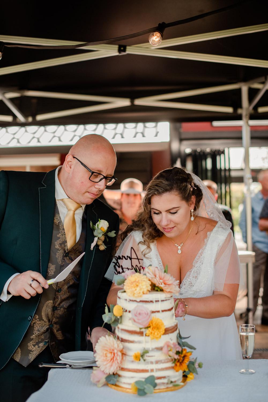 bruidstaart en bruidspaar